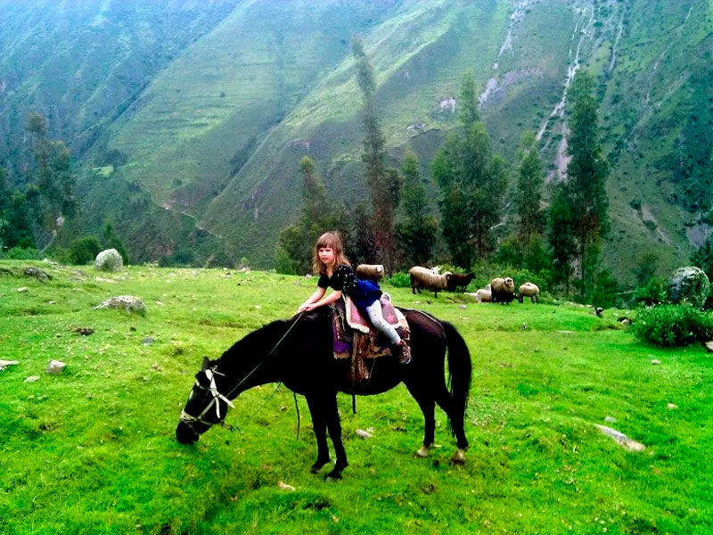 horseback-cusco-child